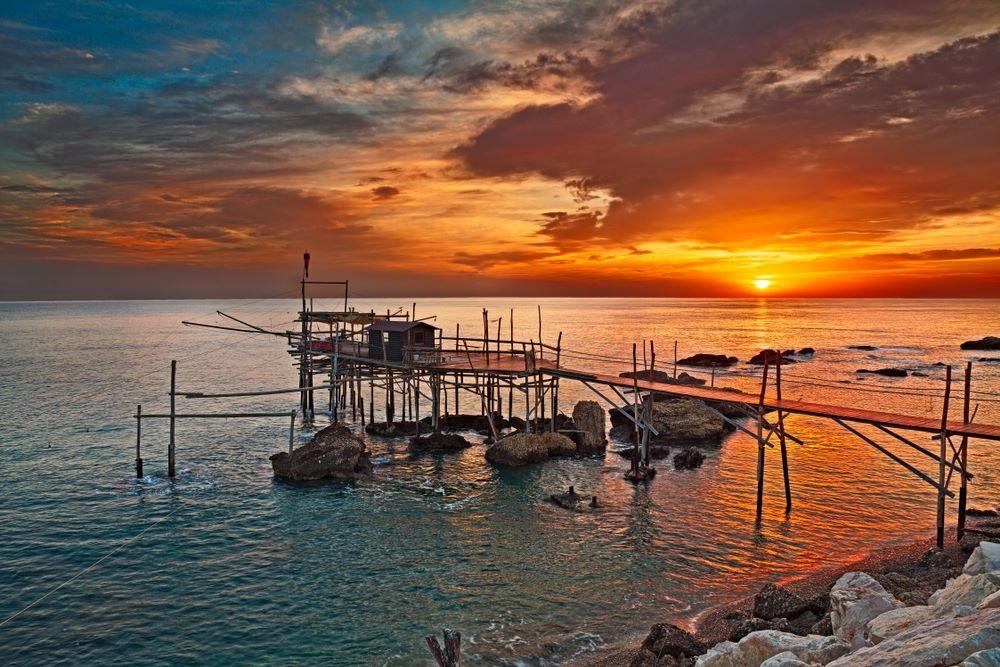 https://www.abruzzo-villas.com/wp-content/uploads/2016/02/Adriatic-Coast-Beach-Chieti.jpg
